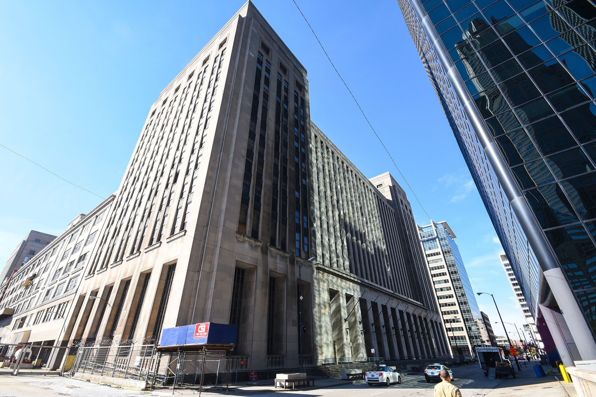 Walgreens to open Office in Chicago's Old Post Office Building