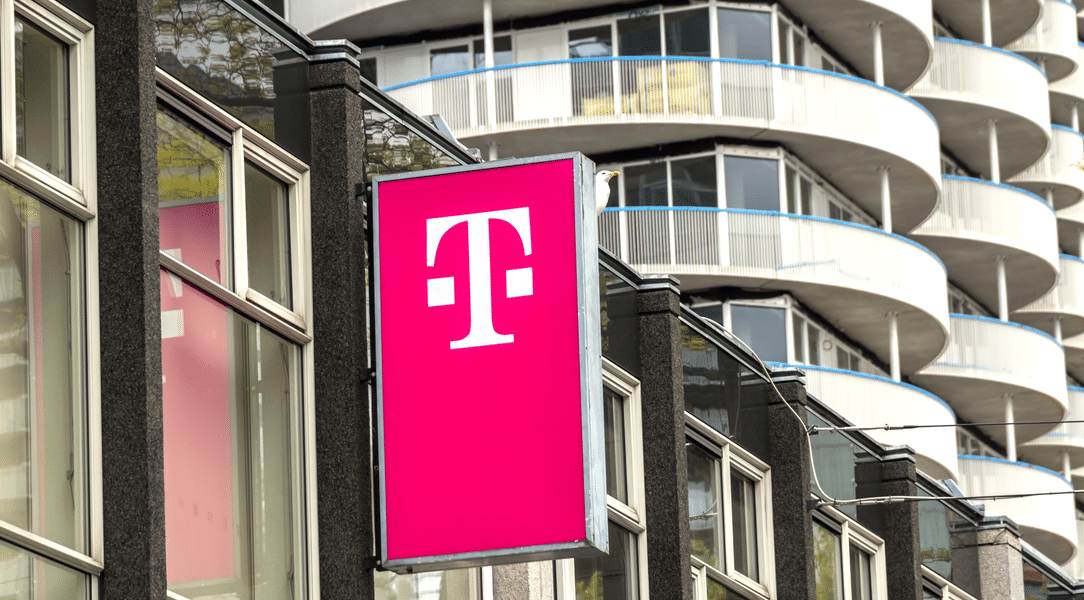 T-Mobile launches 5G nationwide network